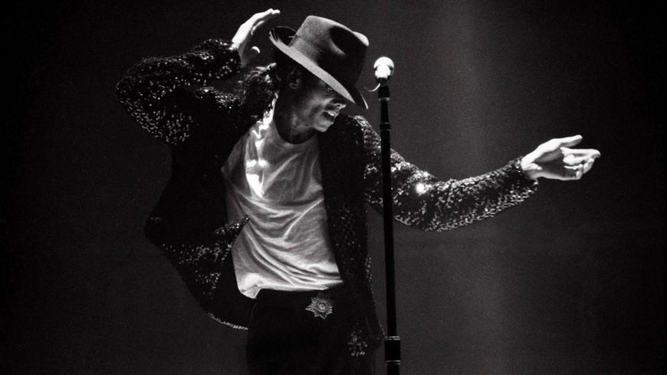 Det gjelder å finne sin distinkte form som kun avsender eier. Det samme gjelder kjendiser. Her ser du Michael Jacksons distinkte posering.  Foto: http://www.pulitzer.org/article/michael-jackson-and-moonwalk/