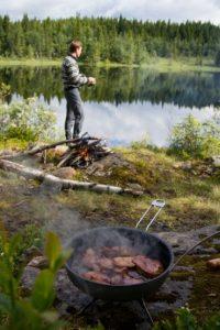 Alfas Eventyrer Andreas Orset venter på at maten blir ferdig