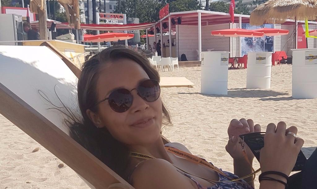 PR-operatørene nyter en velfortjent pause i sola i Cannes