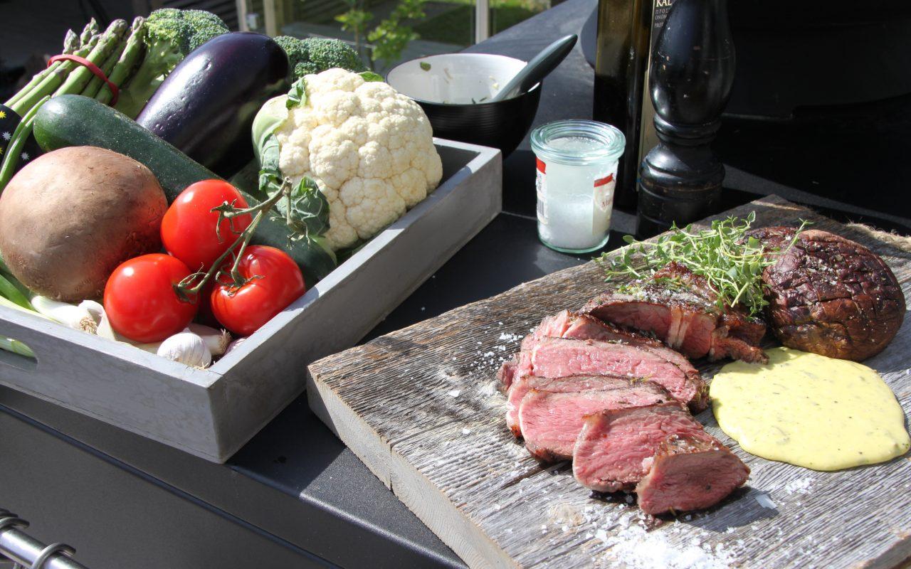 Perfekt stekt kjøtt og friske grønnsaker